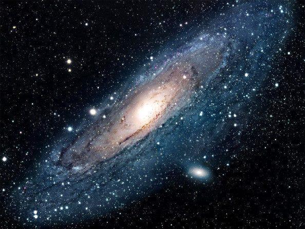 Ο γαλαξίας μας και ο γειτονικός γαλαξίας της Ανδρομέδας (που βλέπουμε στην εικόνα), είναι γαλαξίες στους οποίους συνεχίζεται η παραγωγή άστρων.