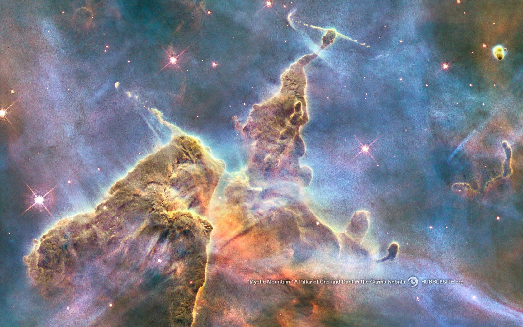 Είναι η περιοχή «Νότιος Πυλώνας», εκεί όπου γίνεται η γέννηση των άστρων το λεγόμενο Νεφέλωμα Καρίνα (Carina). Όπως δε ανοίγουμε ένα καρπούζι και βρίσκουμε τους σπόρους του, έτσι και το υπέρυθρο τηλεσκόπιο «ξεσκεπάζει» αυτό το σκοτεινό νέφος για να αποκαλύψει τα άστρα -έμβρυα μέσα σε πυλώνες από πυκνή σκόνη.