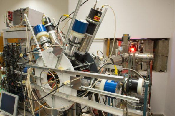 Φυσικοί του Ινστιτούτου Πυρηνικής Φυσικής στο Ντέμπρετσεν της Ουγγαρίας, ισχυρίζονται ότι η πειραματική διάταξη της εικόνας, ένα φασματόμετρο ηλεκτρονίων-ποζιτρονίων, βρήκε ενδείξεις για ένα νέο σωματίδιο.